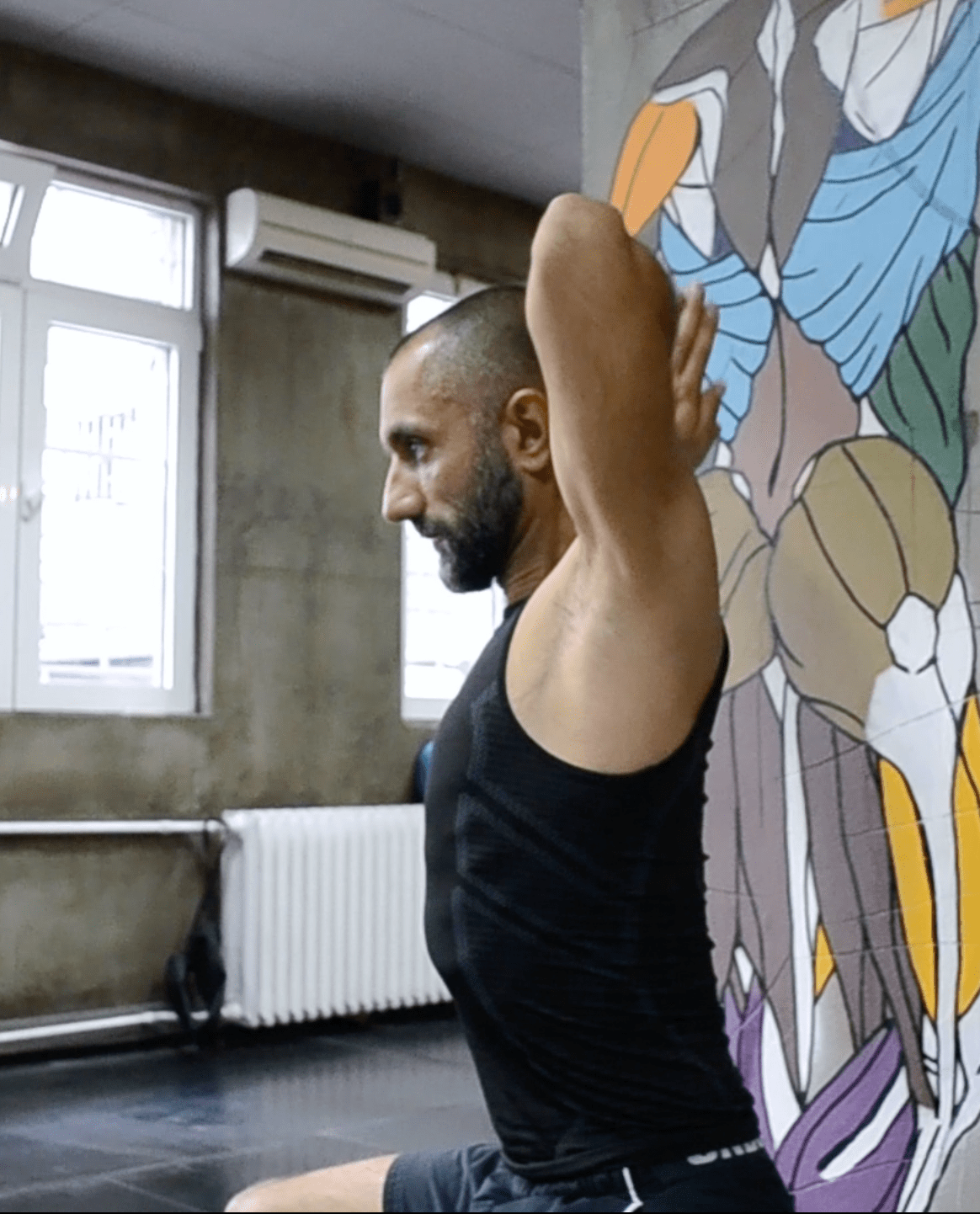 Vežbe za bol u gornjem delu leđa koje možete da radite i u kancelariji